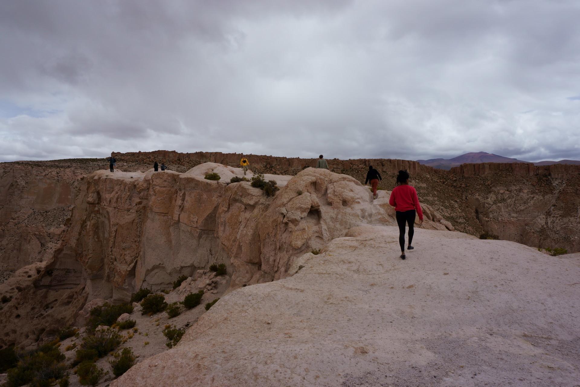 チリ ボリビア ウユニ旅行 2泊3日ツアー 崖の道