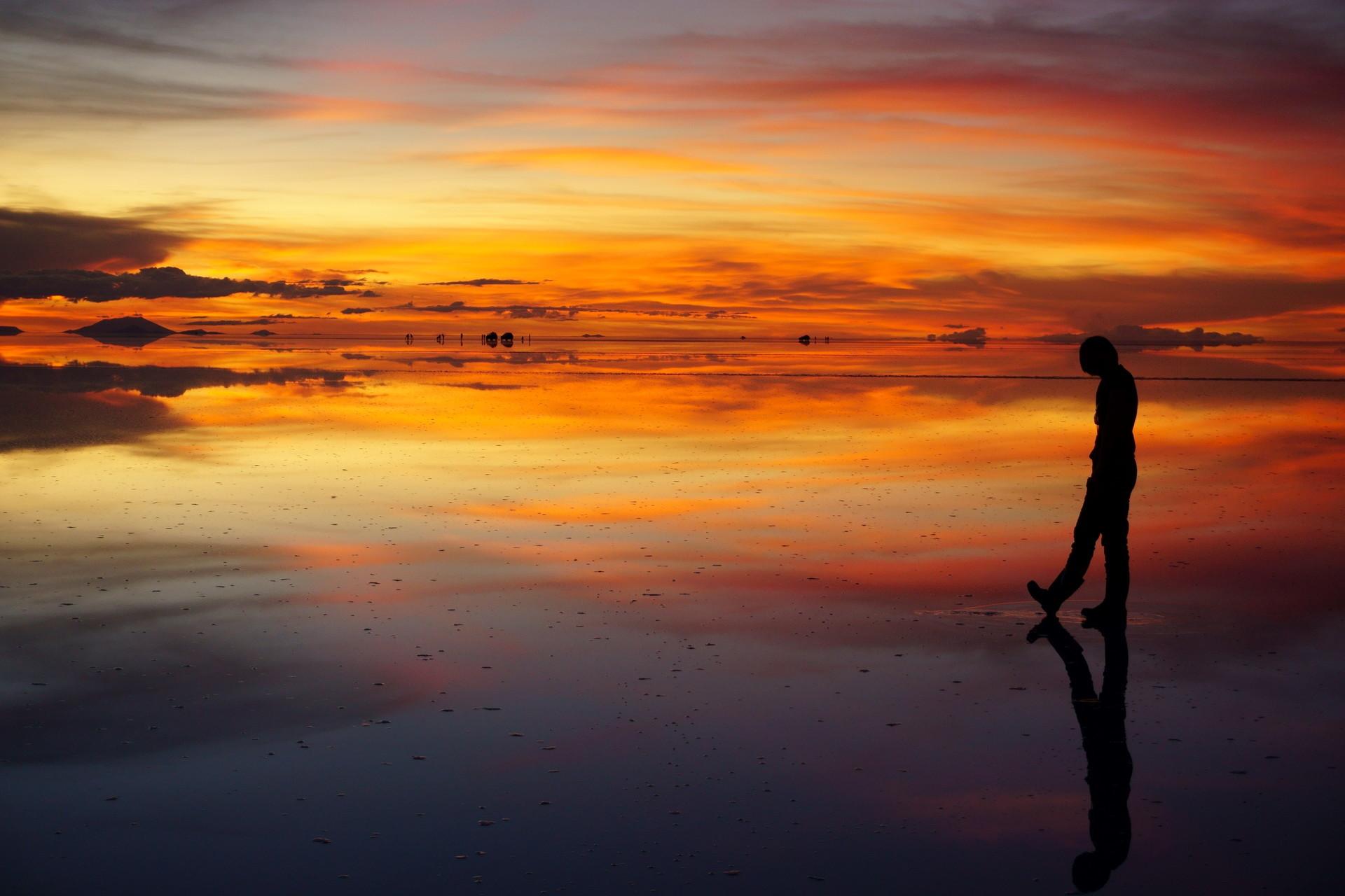 ボリビア ウユニ塩湖 サンセットサンライズ 影絵