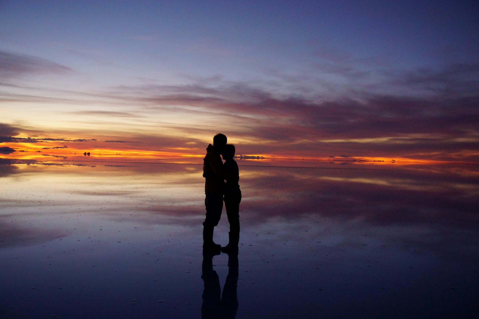 ボリビア ウユニ塩湖 サンセットサンライズ 見つめ合う