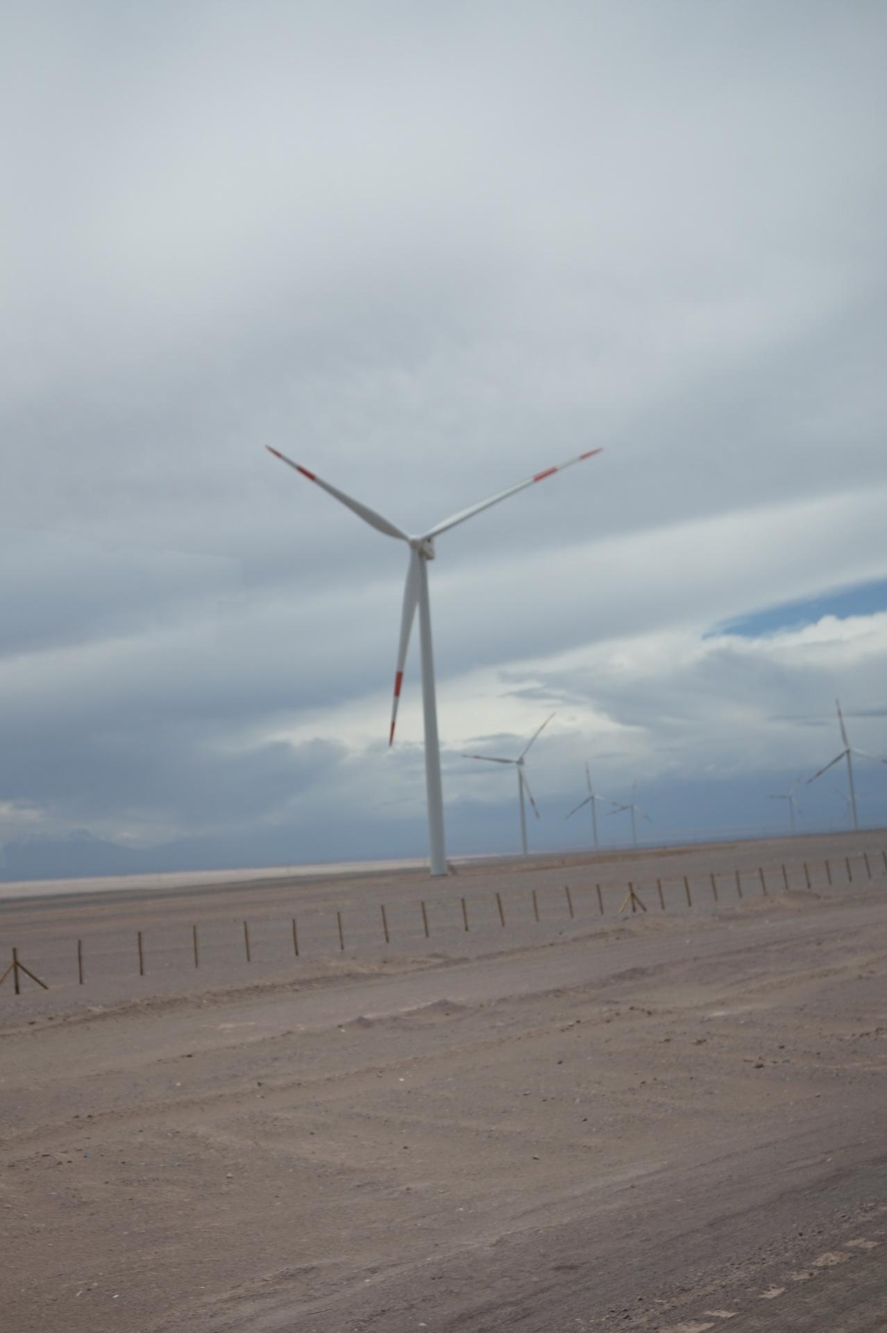 チリ ボリビア ウユニ旅行 アタカマ 風力発電