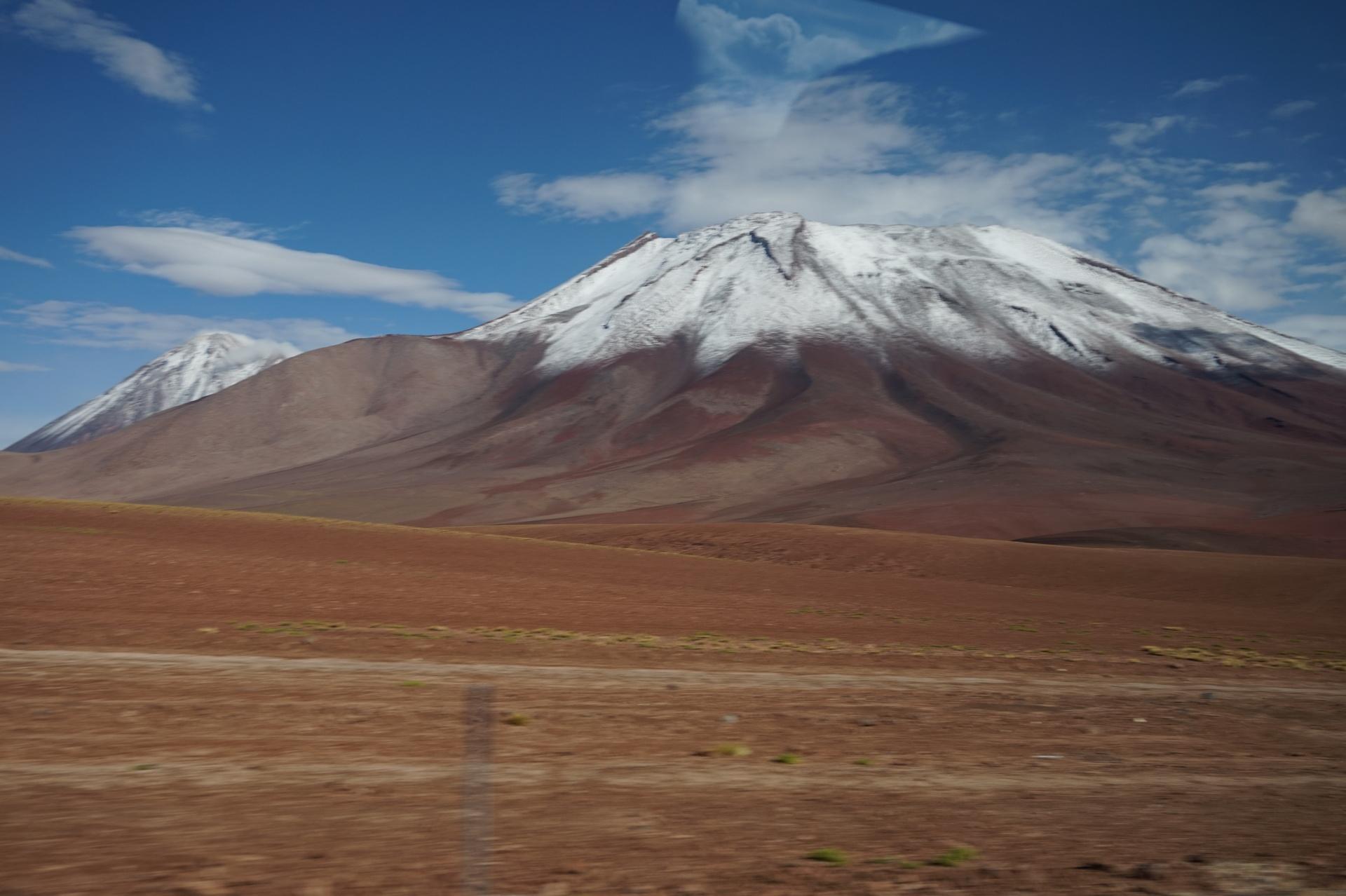 チリ ボリビア ウユニ旅行 2泊3日ツアー 山