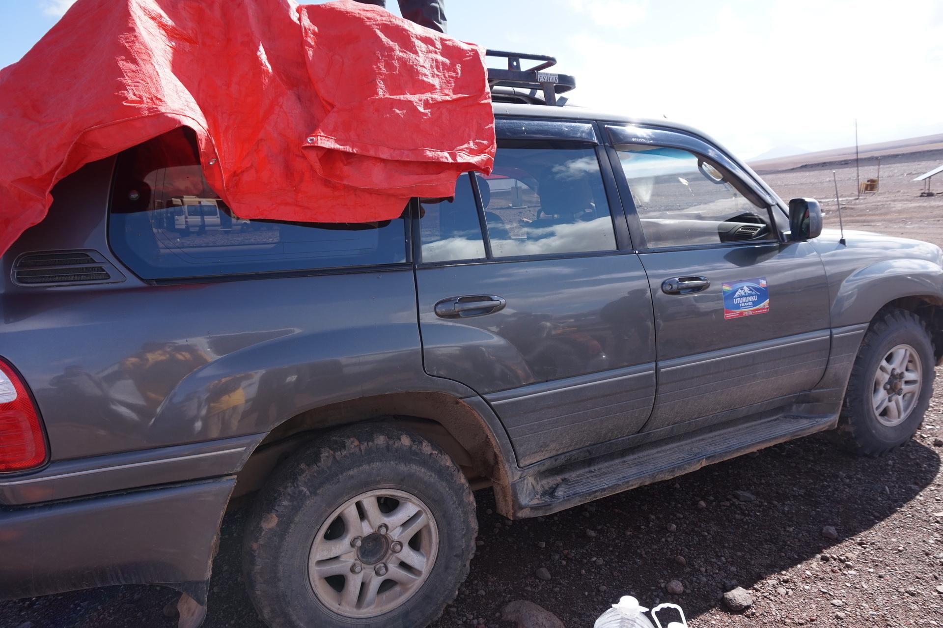 チリ ボリビア ウユニ旅行 2泊3日ツアー ランドクルーザー搭乗