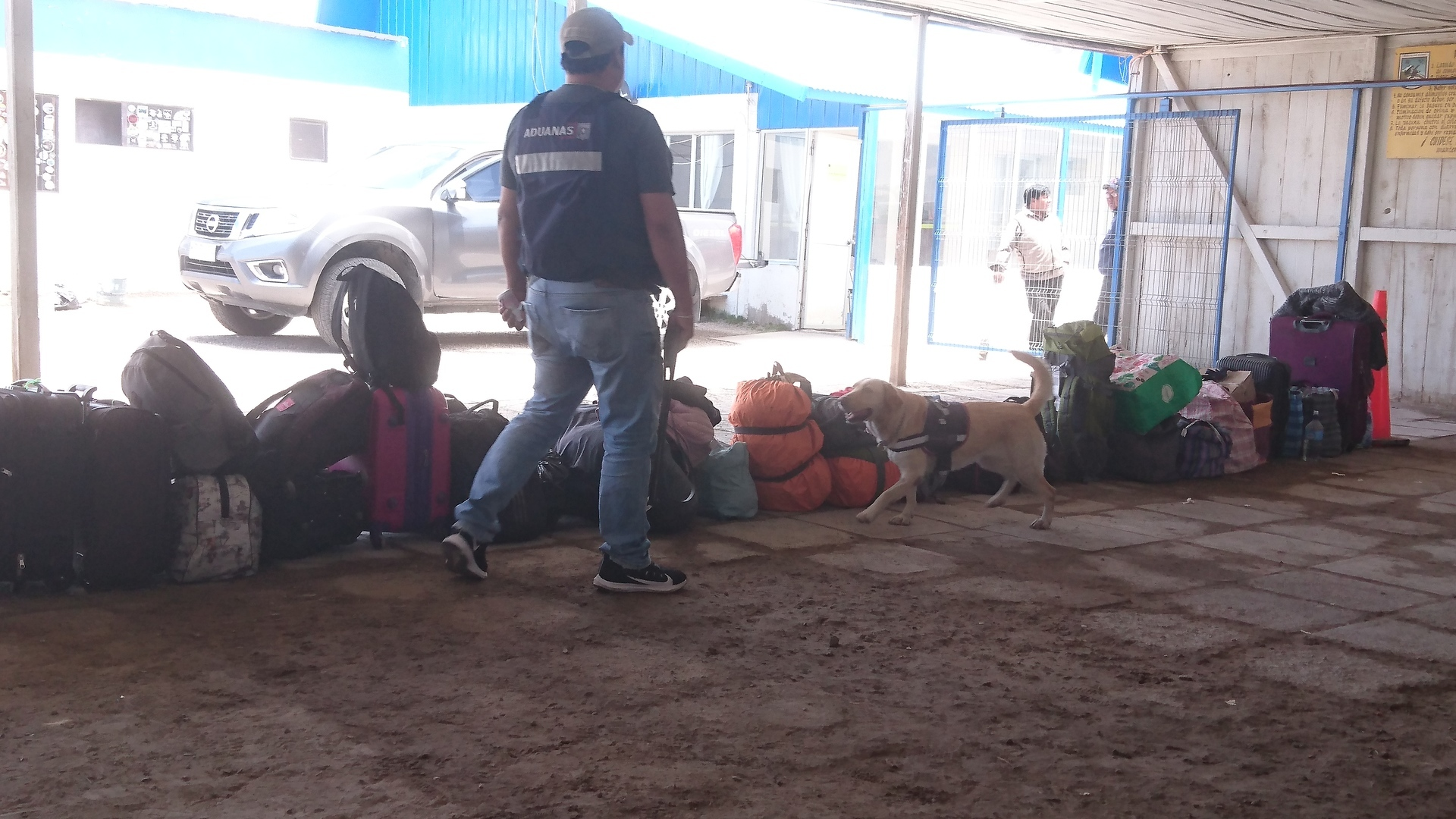 チリ ボリビア ウユニ旅行 カラマ 荷物検査